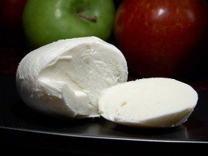 Mozzarella_cheese